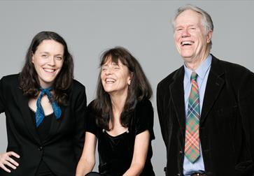 Loudon Wainwright III, Suzzy Roche and Lucy Wainwright Roche